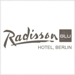 two_heads_radisson-blu-berlin