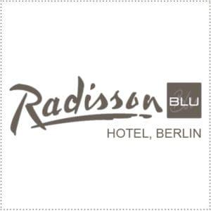 two_heads_radisson-blu-berlin
