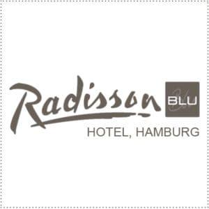 two_heads_radisson-blu-hamburg