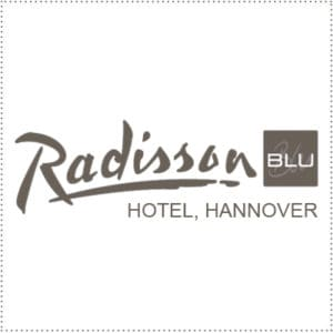 two_heads_radisson-blu-hannover